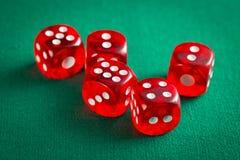 Les matrices rouges de casino image libre de droits