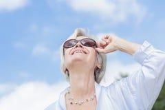 Les meilleures femmes d'ager appréciant l'été Images stock