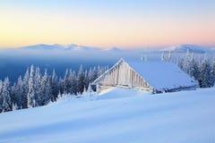Les meilleures maisons pour le repos pour le matin froid d'hiver Photos libres de droits