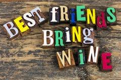 Les meilleurs amis apportent le bff d'amitié de vin Images stock
