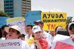 Les membres du personnel soignant protestent au-dessus du manque de médecine et de bas salaires à Caracas Photo libre de droits