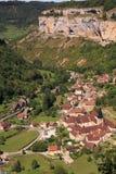 Les Messieurs de los beaumes de la aldea de la visión aérea imagen de archivo libre de regalías