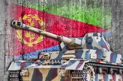 Les militaires échouent avec le drapeau concret de l'Érythrée Image libre de droits