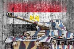 Les militaires échouent avec le drapeau concret de l'Egypte Photo stock