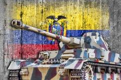 Les militaires échouent avec le drapeau concret de l'Equateur Photo stock