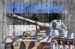 Les militaires échouent avec le drapeau concret de l'Estonie Images libres de droits