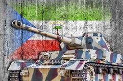 Les militaires échouent avec le drapeau concret de la Guinée équatoriale Photo libre de droits