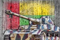 Les militaires échouent avec le drapeau concret de la Guinée-Bissau Images libres de droits