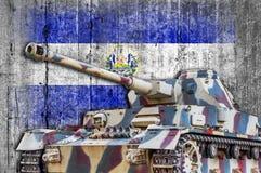 Les militaires échouent avec le drapeau concret du Salvador Photographie stock libre de droits