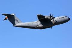 Les militaires d'Airbus A400M transportent l'aéroport de Toulouse d'avion Image libre de droits