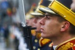 Les militaires de jour national défilent Image libre de droits