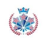 Les militaires tiennent le premier rôle l'emblème créé avec la guirlande royale de couronne et de laurier illustration stock