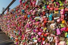 Les milliers d'amour ferme à clef à la colline de Namsan à Séoul Photographie stock