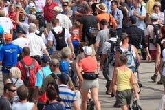 Les milliers de personnes marchent avec la hausse de quatre jours aux Pays-Bas Image libre de droits