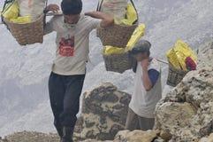 Les mineurs de soufre Photos libres de droits