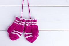 Les mitaines tricotées des enfants Image libre de droits