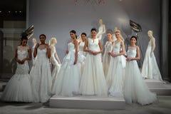 Les modèles apparaissent à un pain grillé à Tony Ward : Une collection nuptiale spéciale Photos libres de droits