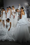 Les modèles apparaissent à un pain grillé à Tony Ward : Une collection nuptiale spéciale Photos stock