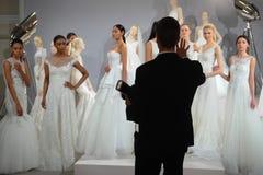 Les modèles apparaissent à un pain grillé à Tony Ward : Une collection nuptiale spéciale Photographie stock libre de droits