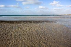 Les modèles complexes de sable sur le câble échouent, Broome, Australie occidentale Images stock