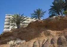 Les modèles de l'érosion côtière en chaux poreuse basculent la La Zenia Sp photographie stock libre de droits