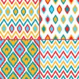 Les modèles sans couture de tissu traditionnel asiatique géométrique coloré d'ikat ont placé de quatre, vecteur illustration stock
