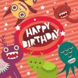 Les monstres drôles de joyeux anniversaire font la fête le design de carte sur le fond rayé rose avec des étoiles Vecteur illustration libre de droits