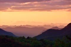 Les montagnes éloignées Photo libre de droits