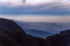 Les montagnes aménagent des mondes en parc de forêt de nuage finissent en Horton Plains Na Images stock