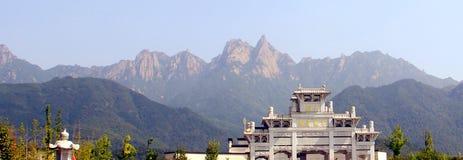 Les montagnes célèbres du bouddhisme chinois jiuhuashan Photos stock