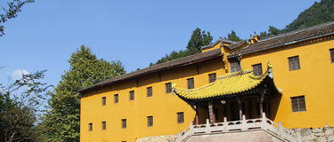 Les montagnes célèbres du bouddhisme chinois jiuhuashan Photo stock