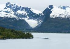 Les montagnes côtières dans prince William Sound Near College Fjord photo libre de droits