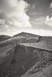 Les montagnes carpathiennes aménagent en parc, vue de la taille, Ukraine, photo noire et blanche Photographie stock