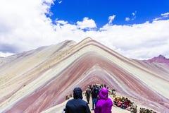 Les montagnes d'arc-en-ciel du Pérou Photographie stock libre de droits