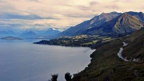 Les montagnes d'Eyre s'approchent de Queenstown, Nouvelle Zélande Image stock