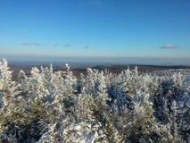 Les montagnes d'Ural, paysage d'hiver Image stock
