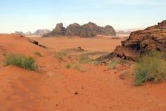 Les montagnes dans le désert ont appelé Wadi Rum en Jordanie Images libres de droits