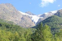 Les montagnes de Caucase images stock