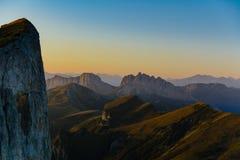 Les montagnes de Caucase sont un système de montagne en Asie occidentale entre la Mer Noire et la Mer Caspienne dans la région de Images libres de droits