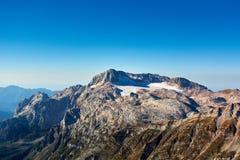 Les montagnes de Caucase sont un système de montagne en Asie occidentale entre la Mer Noire et la Mer Caspienne dans la région de Photo stock