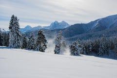 Les montagnes de Caucase sont un système de montagne en Asie occidentale entre la Mer Noire et la Mer Caspienne dans la région de Photo libre de droits