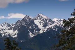 Les montagnes de Caucase sont un système de montagne en Asie occidentale entre la Mer Noire et la Mer Caspienne dans la région de Images stock