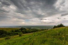 Les montagnes de la Russie, Caucase, région de Stavropol Nuages au-dessus de Th Photos libres de droits