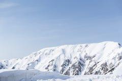 Les montagnes de neige de Tateyama Kurobe alpines Photographie stock libre de droits