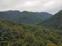 Les montagnes fumeuses grandes Images libres de droits
