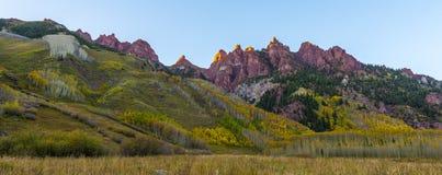 Les montagnes rouges s'approchent du lever de soleil marron Aspen Colorado de Bells Photo libre de droits