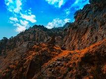 Les montagnes rouillées oranges vives horizontales aménagent le CCB en parc de fond Photo libre de droits