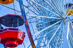 Les montagnes russes au parc d'attractions sur Santa Monica Pier en Santa Monica, la Californie Photo stock