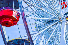 Les montagnes russes au parc d'attractions sur Santa Monica Pier en Santa Monica, la Californie Photos stock