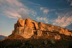Les montagnes s'approchent du Chufut-chou frisé Bakhchisaray Crimée Image libre de droits